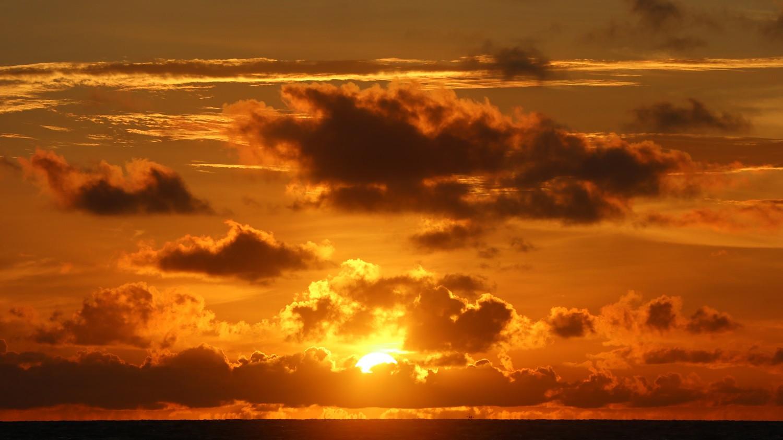 beautiful-scenery-beach-with-sunset-clouds.jpg